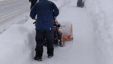 Photo of Borba sa snježnim nanosima u Trnovu: Zajedničkim naporima probijeni putevi do bjelašničkih sela, osiguran uredan pristup stazama i turističkim kapacitetima